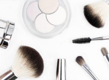 Ten tips for buying makeup