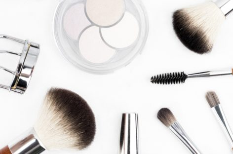 Ten tips for buying makeup