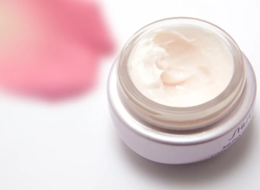 Benefits of Applying Face Cream Daily